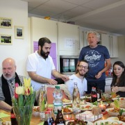 Unsere syrischen Freunde haben La Taste zum Essen eingeladen.