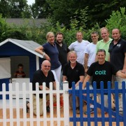 Die Firma Colt Technology Services hat im Rahmen eines Social Days den Garten von Kinderdorffamilie Marlene Altevers im Bethanein Kinder- und Jugenddorf Schwalmtal Sommerferien-fit gemacht.