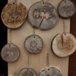 Schöne Holzschilder wurden beim Waldnieler Martinsmarkt verkauft