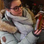 Mit Inhaltsstoffen aus dem eigenen Garten hat Schwester Jordanas Kinderdorffamilie Öl hergestellt