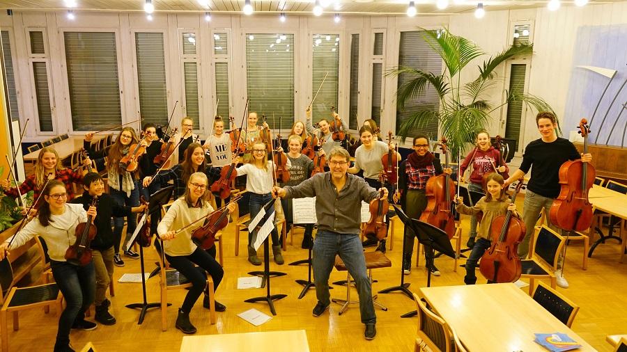Streichorchester reist aus der Schweiz an