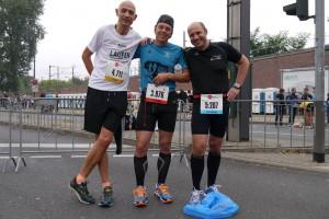 Die drei Läufer stehen in den Startlöchern