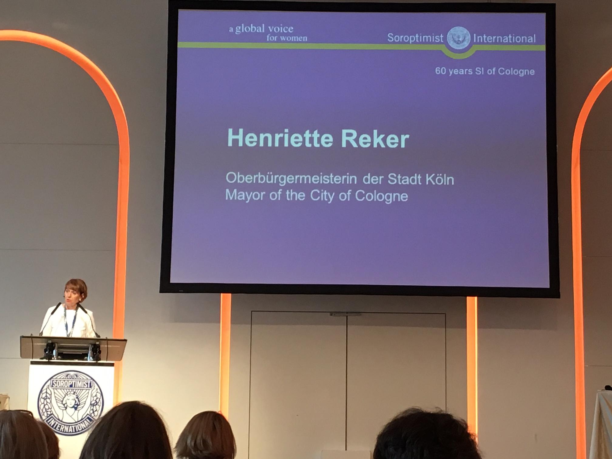 Prominente VertrAls langjährige Soroptimistin übernahm Kölns Oberbürgermeisterin Henriette Reker die Schirmherrschaft und hielt die Laudatioeterinnen auf dem Jubiläum